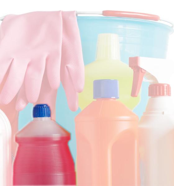 Alcool come detergente: è davvero efficace?