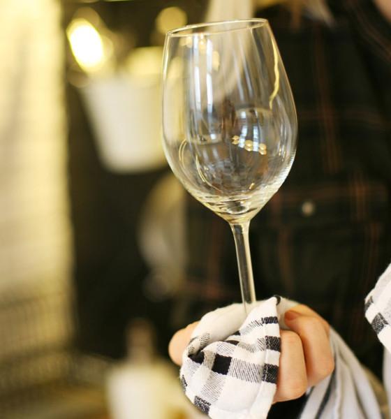 Bicchieri opachi, sporchi, puzzolenti? La colpa non è sempre della lavastoviglie…